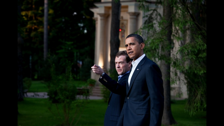 President+Barack+Obama+and+Russian+President+Dmitry+Medvedev+walk+together+at+President+Medvedev%27s+dacha+outside+Moscow%2C+Russia%2C+July+6%2C+2009.