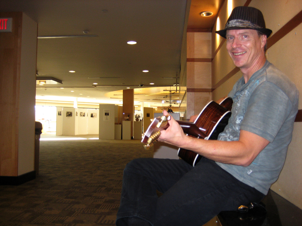 Musician Glen Everhart performs a life lesson