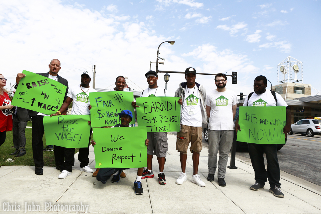 Fast+food+workers+participated+in+a+minimum+wage+protest+on+Sept.+4+in+Uptown.+%28Photo%3A+Chris+Juhn%2FCity+College+News%29