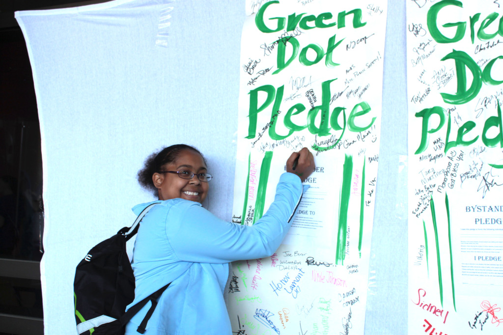 Students were able to make an early pledge for Green Dot day. (Photo: Katie Scott/City College News)