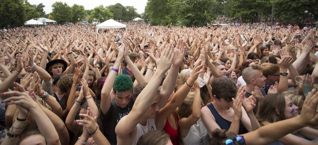 Fans+gathered+watching+bands+at+the+Cultivate+Festival+on+Aug.+22%2C+2015+in+Loring+Park%2C+Minneapolis%2C+Minn.